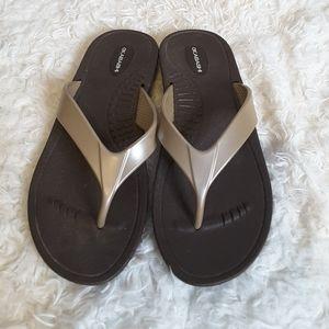 3/$30 Okabashi gold flip flop thong sandal size M